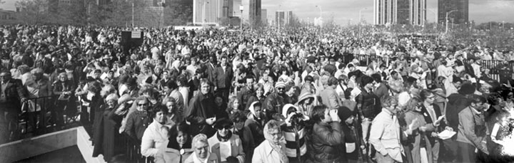 Crowd at Pope's Visit, Chicago