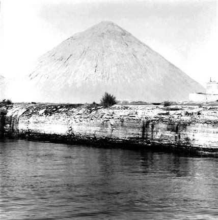 Salt Mountain, Chicago Sanitary and Ship Canal, from Changing Chicago