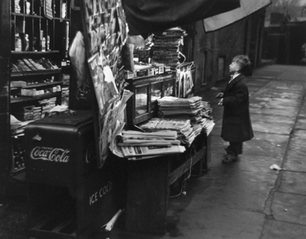 New York (boy at newsstand)