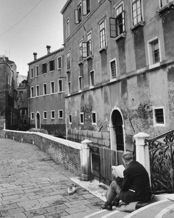 Venice (man reading on steps)