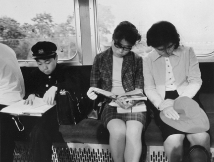 Nara (readers on commuter train)
