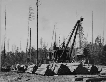 Loading logs onto railroad cars near Effie, Minnesota
