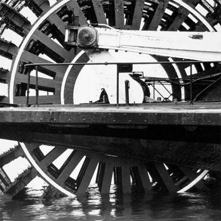 Stern-wheel Steamer Delta Queen, Rock Island, Illinois