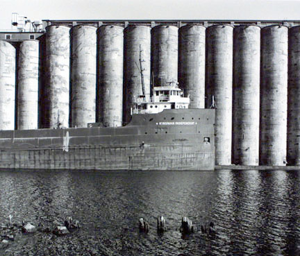 Steamer Kinsman Independent at International Multi Foods Elevator, Duluth, Minnesota
