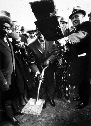 Mayor Daley Breaking Ground